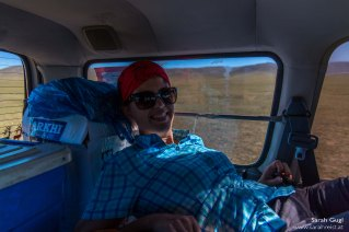 Fahrt vom Campingplatz zur Familie - das Auto hatte der Fahrer bereits für die Nacht vorbereitet --> keine Rücksitze mehr, dafür Liegefläche